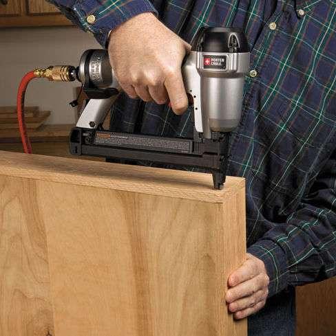 Grapadora de madera neumática